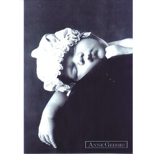 Pohlednice Anne Geddes ČB spící v čepici