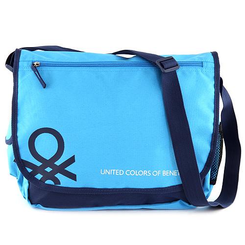 Taška přes rameno Benetton světle modrá s tmavě modrým lemováním a bílým nápisem