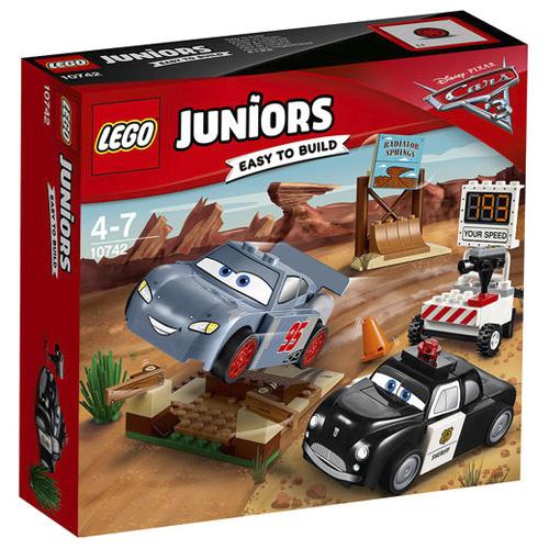 Stavebnice LEGO Juniors Cars Závodní okruh Willy´s Butte, 95 dílků