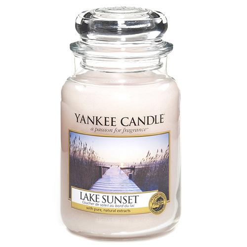 Svíčka ve skleněné dóze Yankee Candle Západ slunce u jezera, 623 g