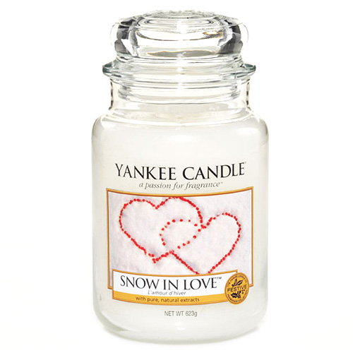 Svíčka ve skleněné dóze Yankee Candle Zamilovaný sníh, 623 g
