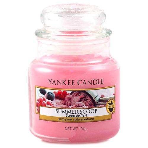 Svíčka ve skleněné dóze Yankee Candle Kopeček letní zmrzliny, 104 g