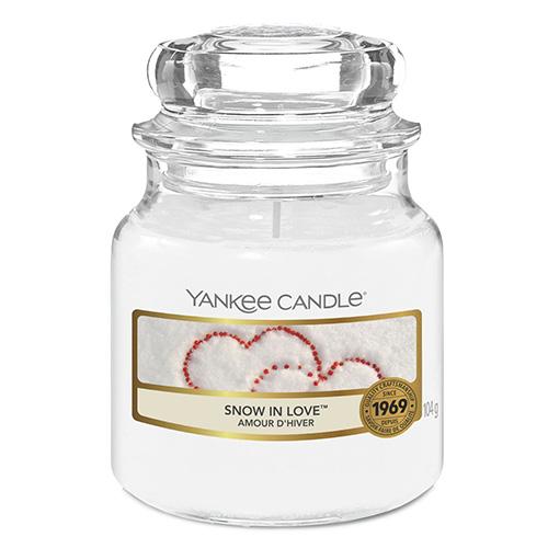 Svíčka ve skleněné dóze Yankee Candle Zamilovaný sníh, 104 g