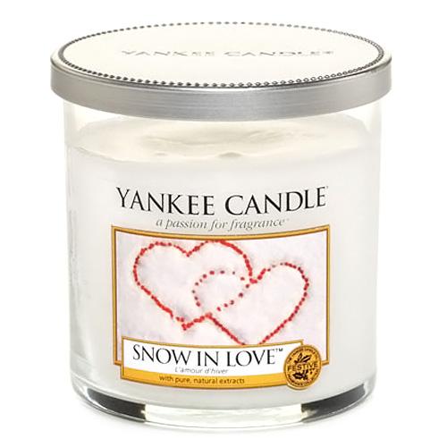 Svíčka ve skleněném válci Yankee Candle Zamilovaný sníh, 198 g