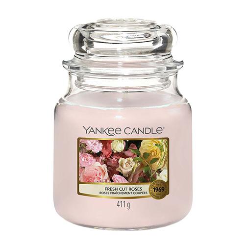 Svíčka ve skleněné dóze Yankee Candle Čerstvě nařezané růže, 410 g