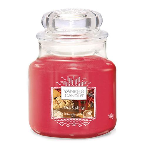 Svíčka ve skleněné dóze Yankee Candle Po sáňkování, 104 g