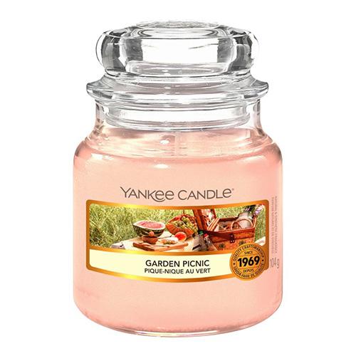 Svíčka ve skleněné dóze Yankee Candle Piknik na zahradě, 104 g