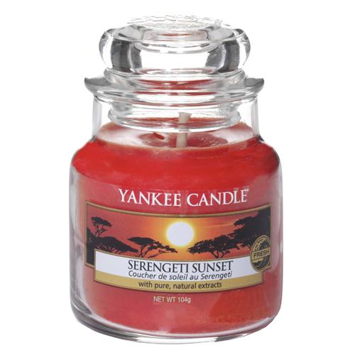 Svíčka ve skleněné dóze Yankee Candle Západ slunce v Serengeti, 104 g